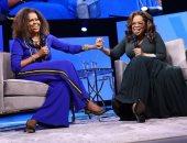 """أوبرا وينفرى تصف ميشيل أوباما بـ""""النابضة بالحياة"""".. صور"""