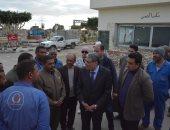 صور.. محافظ المنيا يتابع العمل داخل محطة تعبئة بوتاجاز شوشة