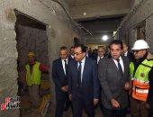 رئيس الوزراء يتفقد أعمال تطوير وترميم معهد الأورام