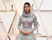 """""""شوفه بنفسك"""".. فستان جانيل مونيل """"الغريب"""" بـ Oscars 2020 من تصميم Ralph Lauren"""