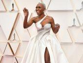 بفستان مثير ومجوهرات قيمة.. هكذا ظهرت سينثيا إيريفو بحفل الأوسكار 2020