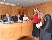 صور.. نائب محافظ الأقصر يلتقى 55 شكوى فى الصحة والتعليم والإسكان والزراعة
