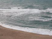 فيديو لايف.. لماذا شواطئ شرق الإسكندرية آمنة و ارتفاع عدد حالات الغرق غربا؟