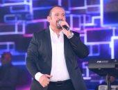 """""""هى دى"""".. هشام عباس يحتفل بـ عيد الحب بهذه الأغنية"""