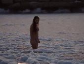 فيديو.. فتاة تسبح فى مياه متجمدة بكازاخستان.. تقدرى تعملى زيها؟