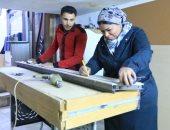 المرأة الحديدية.. شيماء تحترف اللعب بالحديد والنار وتصنع أثاثا ضد الكسر
