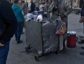 فيديو.. عربات فول وكبدة وباعة جائلين أمام محطة سكك حديد مصر