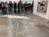 زائرة تحطم عملا فنيا من الزجاج بـ20 ألف دولار فى معرض مكسيكى.. اعرف القصة
