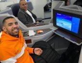 مؤمن زكريا يشارك بصورته على الطائرة قبل سفره إلى واشنطن لإجراء فحوصات طبية
