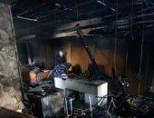 محتجون فى لبنان يشعلون النيران بأحد مصارف بيروت