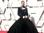 """فستان وبدلة وجيب .. شاهد أغرب ملابس """"بيلى بورتر"""" على الريد كاربت"""