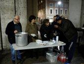"""""""طاهى الفقراء"""".. رجل تسعينى يؤسس جمعية لإطعام المحتاجين بإيطاليا.. صور"""