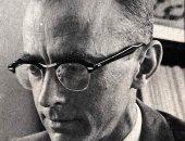 ذكرى عالم الكيمياء روبرت هولى مكتشف الحمض الريبى النووى الناقل للحمض الأمينى