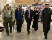 صور.. وفد أمريكى يزور جوازات مطار الملك خالد الدولى بالسعودية