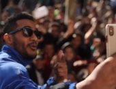 أحمد الفيشاوي يسخر من تشبيه محمد رمضان بـ مايكل جاكسون (فيديو)