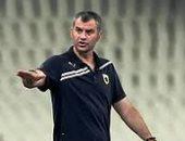 اليونانى ديلاس يتابع مباراة دجلة أمام نادى مصر من المدرجات