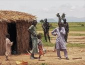 آلاف من مواطنى الكاميرون يفرون إلى نيجيريا.. إعرف السبب