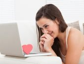 """5 أغانى رومانسية هتساعدك تلمح لـ """"الكراش"""" بمشاعرك فى عيد الحب"""