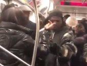 أنت فى نعمة.. خناقة بالسكاكين داخل مترو نيويورك والعمدة يدفع بـ500 شرطى إضافى.. فيديو