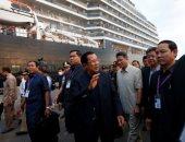 """رئيس وزراء كمبوديا يستقبل ركاب سفينة سياحية رغم مخاوف """"كورونا"""""""