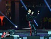 زى التمثال.. ساندى تحتفل بعيد الحب بأغنية حزينة فى حفل استاد القاهرة