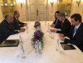 وزير الخارجية يبحث مع مستشار الأمن القومى الألمانى الأزمات فى الشرق الأوسط