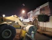 صور.. إزالة سور خرسانى أمام قسم شرطة المقطم لحل أزمة المرور