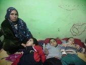 عامل فى بنى سويف يطالب بمساعدته فى علاج طفليه المصابين بضمور.. صور