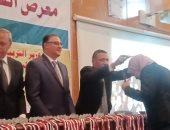 صور.. محافظ القليوبية ورئيس جامعة بنها يكرمان الطلاب الفائزين بمعرض العلوم والهندسة