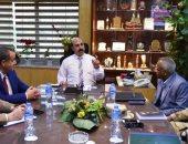 محافظ أسوان يناقش المخطط العام لتطوير المدينة السياحية