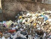 أهالى عمرو بن الخطاب بمدينة السلام يطالبون من ازالة القمامة التى تحوط بمنازلهم