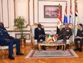 وزير الدفاع يلتقى وزير القوات المسلحة بجمهورية السنغال لبحث التعاون العسكرى