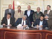 توقيع بروتوكول لتركيب وصلات الصرف الصحى بقرية الميمون فى بنى سويف