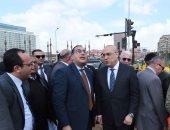 صور.. رئيس الوزراء يتفقد أعمال التطوير بميدان التحرير