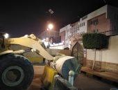 صور.. أمن القاهرة يزيل الحواجز الخرسانية بمحيط قسمى شرطة عين شمس والمقطم