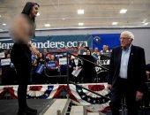 صور..فتيات عاريات الصدر تهاجم السيناتور ساندرز مرشح الانتخابات الأمريكية