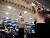 ناشطات يهاجمن السيناتور ساندرز خلال مؤتمر انتخابى للرئاسة الأمريكية