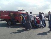 """""""شهامة ورجولة"""".. قارئ يشارك بصور لإنقاذ سائق على طريق بنها"""