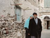 القلب لا يعرف التجاعيد..فوتوسيشن يوثق قصة حب عمرها 40 سنة بشوارع الإسكندرية