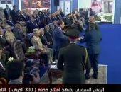رئيس مصنع 300 الحربى يهدى الرئيس السيىسى نسخة من المصحف الشريف