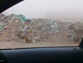 شكوى من تراكم القمامة أمام مدرسة العبور الثانوية بالحى الثامن بمدينة العبور