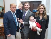 ترامب وأحفاده على الطائرة الرئاسية.. وزوجة ابنه تهنئه باليوم الرئاسى.. صور