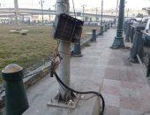 قارئ يناشد بسرعة التدخل لإزالة كابل كهرباء مكشوف بميدان رمسيس