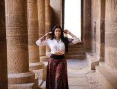 على اسم مصر التاريخ يقدر يقول ما شاء.. فوتوسيشن لميريهان حسين في معبد فيلة