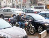 المرور: أمطار متوسطة على الطرق.. وحركة السيارات تسير بانتظام