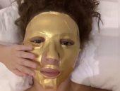 """رد فعل طريف من جايدن نجل """"ميريام فارس"""" على وضعها ماسك للوجه.. فيديو"""