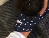 فيديو.. النيابة العامة السعودية تأمر بضبط خادمة عذبت طفلة