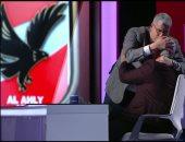 صور.. أحمد شوبير يقبل رأس إكرامى على الهواء