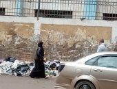 قارئ يناشد المسؤولين في الجيزة برفع القمامة من حول مدرسة نجيب محفوظ