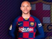 """قميص وحذاء لاعب برشلونة الجديد مارتن برايثوايت فى فيديو على """"تيك توك"""""""